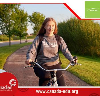 Khám phá học bổng $2,000 CAD của Red Deer College